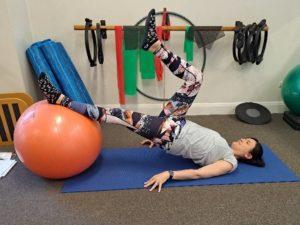 Hip thrust on swiss ball